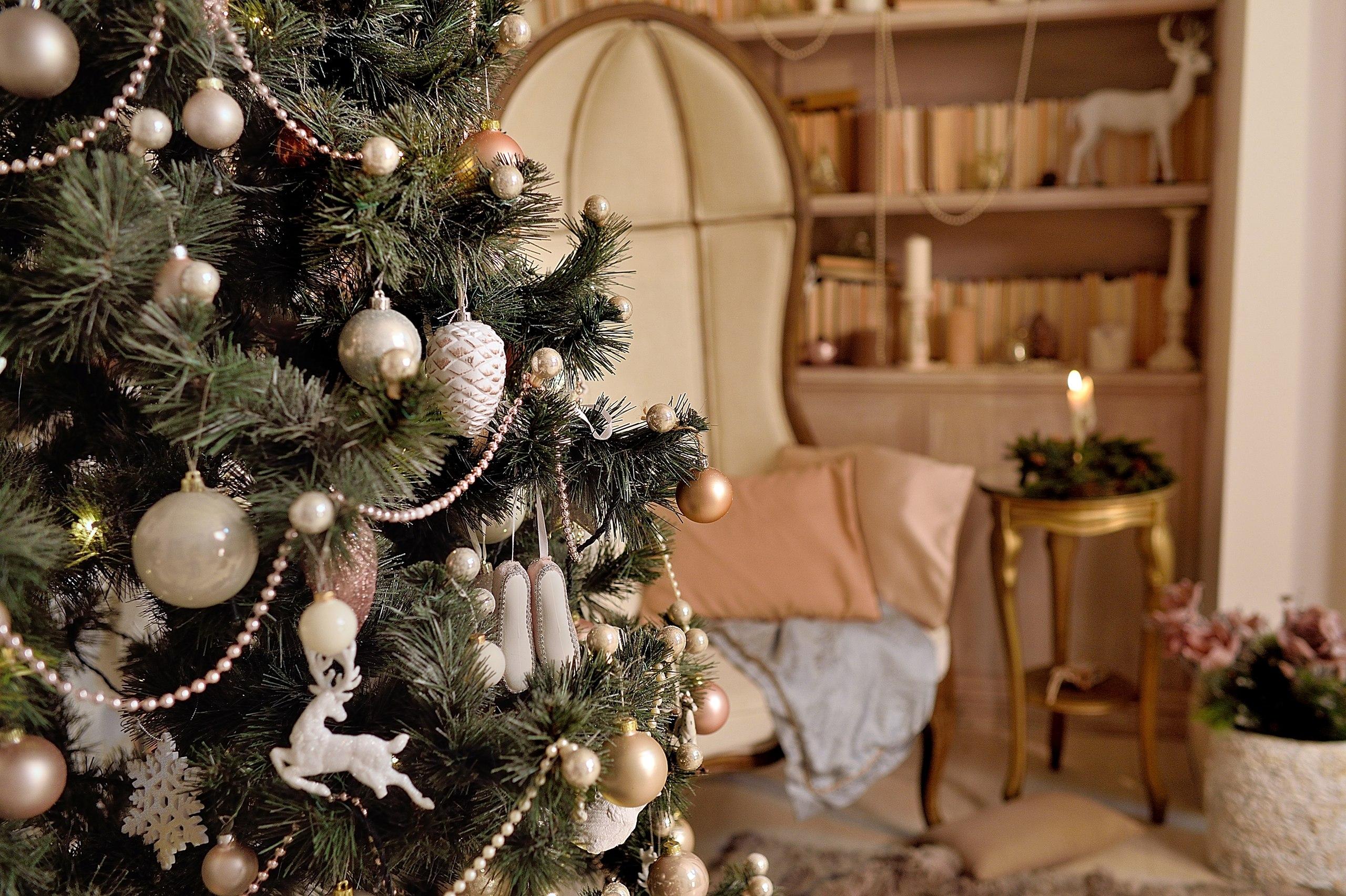 Как нарядить елку по фен-шуй, чтобы привлечь в дом богатство и удачу