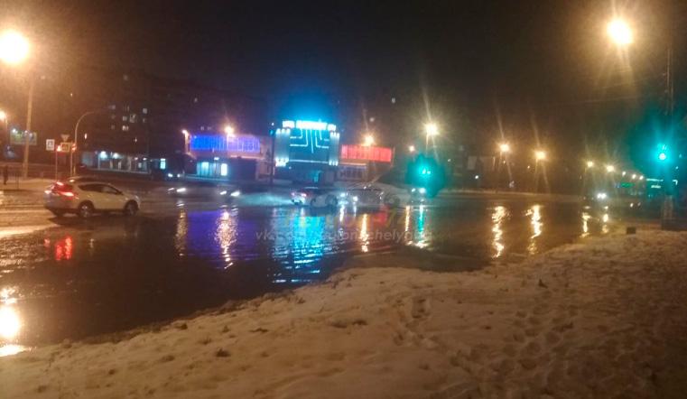 Сплошной каток. Из-за коммунальной аварии в Челябинске затопило несколько улиц