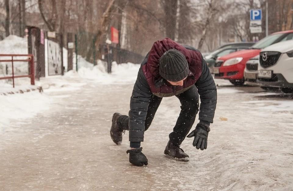 3 способа правильно передвигаться по улицам: как избежать травм в гололед