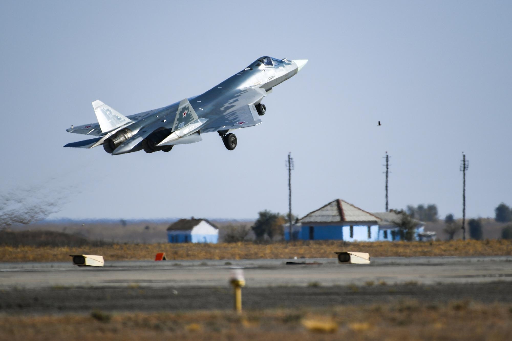 Воздушный бой. Военные летчики на Урале сдают экзамены на высоте до 10 километров
