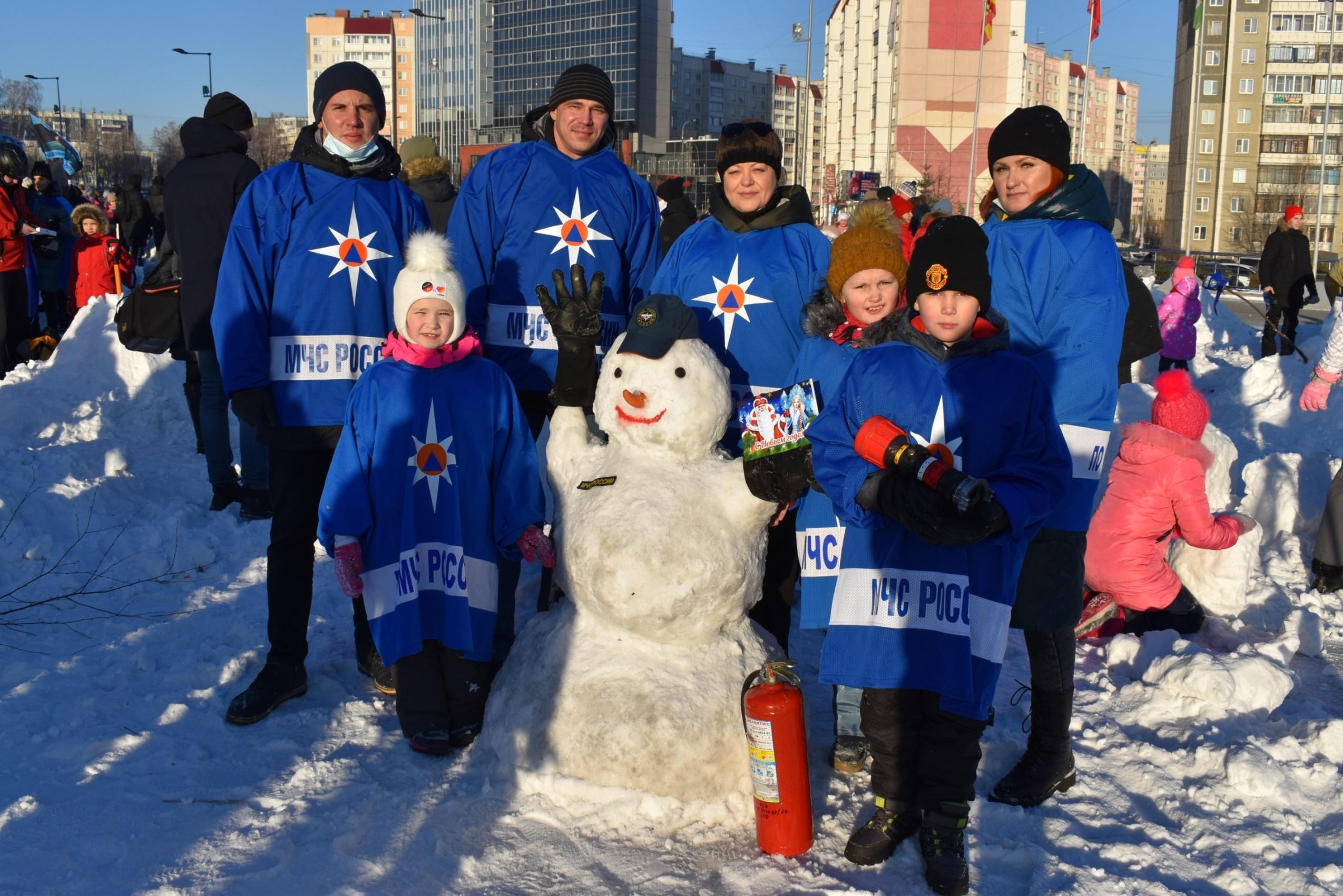 """Больше тысячи детей в Челябинской области получили подарки в рамках акции """"Снеговики-добряки"""""""
