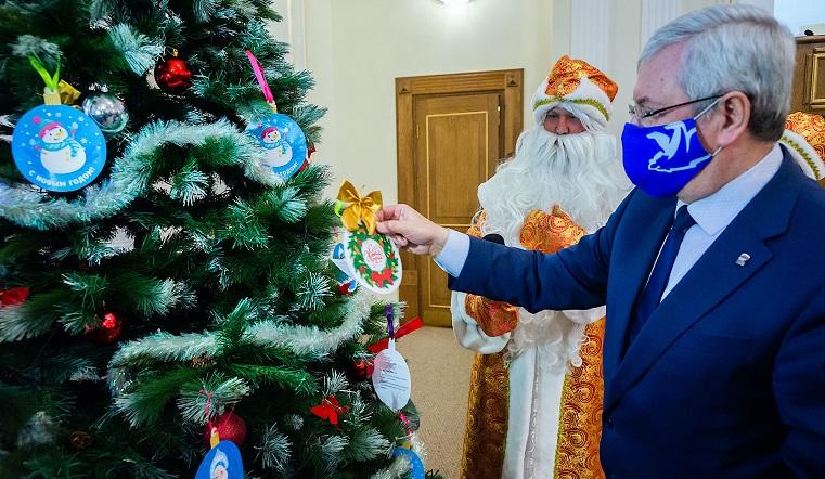 Исполнить мечты. Депутаты Челябинской области приняли участие в «Елке желаний»