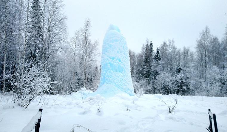 Ледяное чудо. На Урале выросла сосулька высотой 10 метров