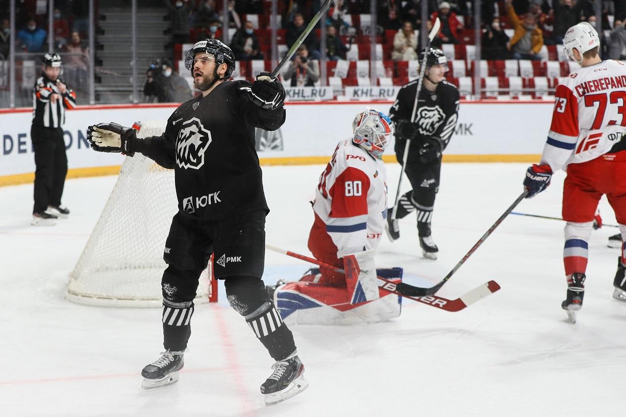 Челябинский «Трактор» провел успешную историческую игру против «Локомотива»