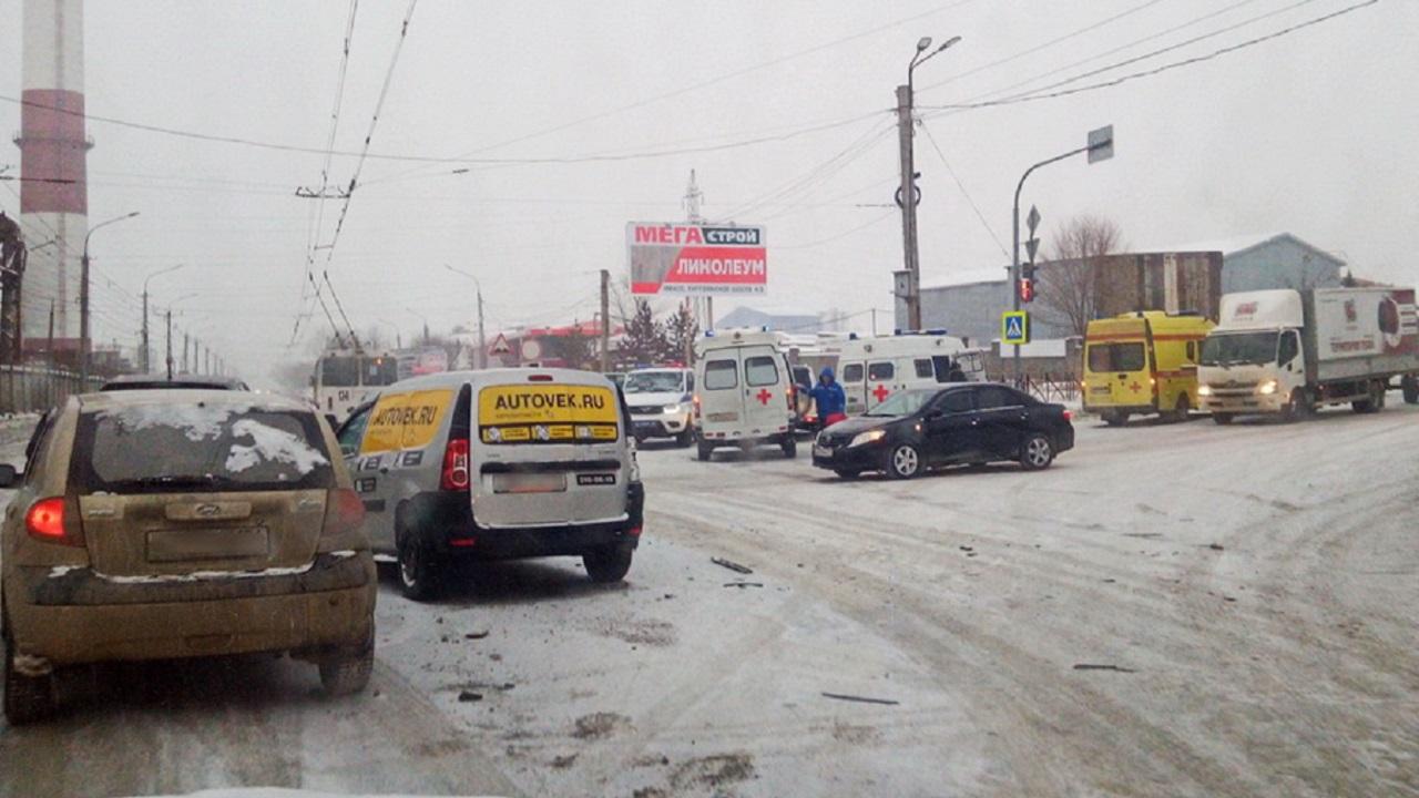 """""""Скорая помощь"""" попала в ДТП на Урале, есть пострадавшие"""