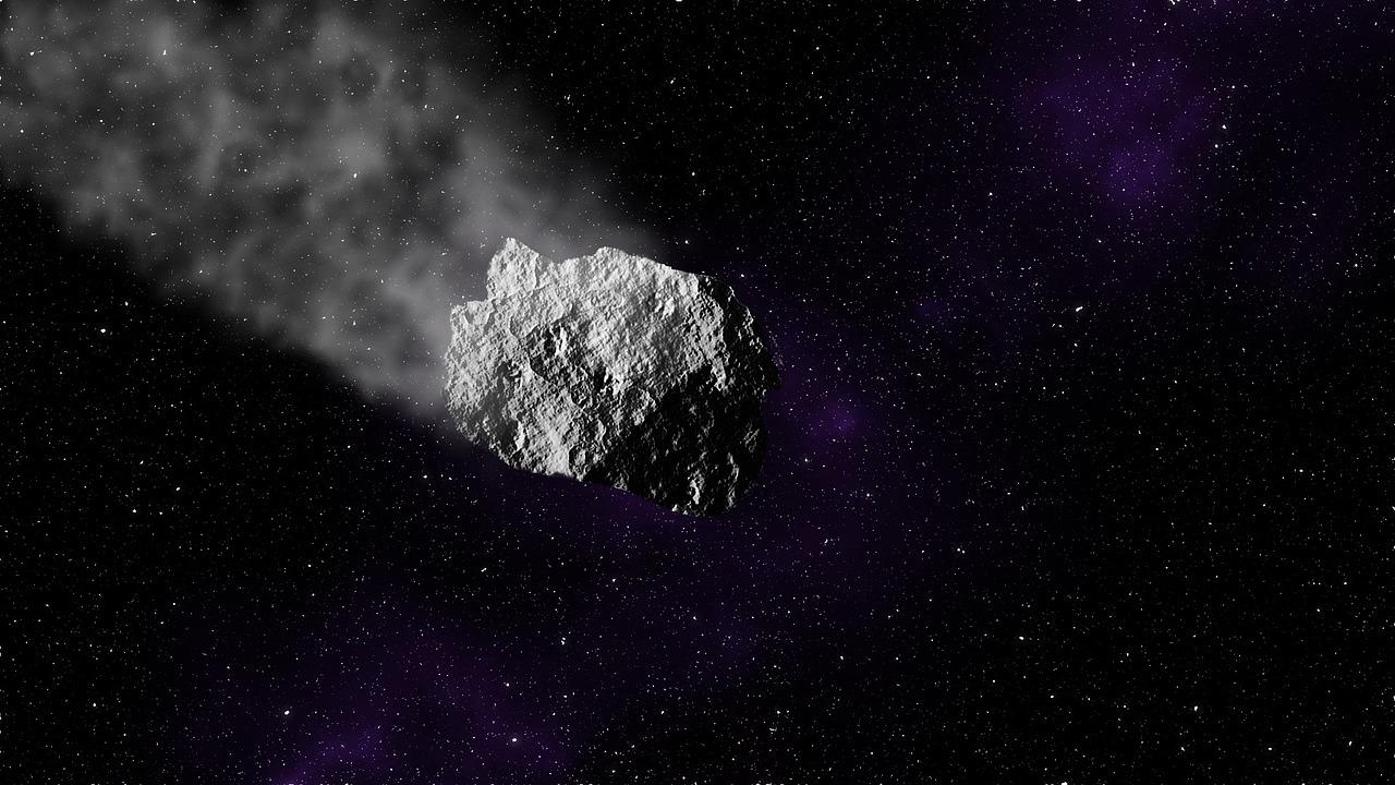 Опасный астероид размером с 10 небоскребов летит к Земле