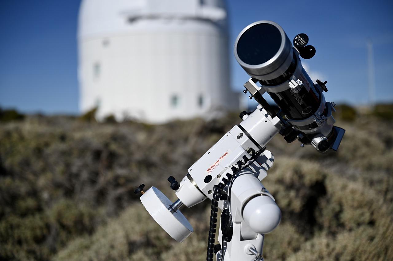 Астероид размером с 3 Эйфелевых башни несется к Земле