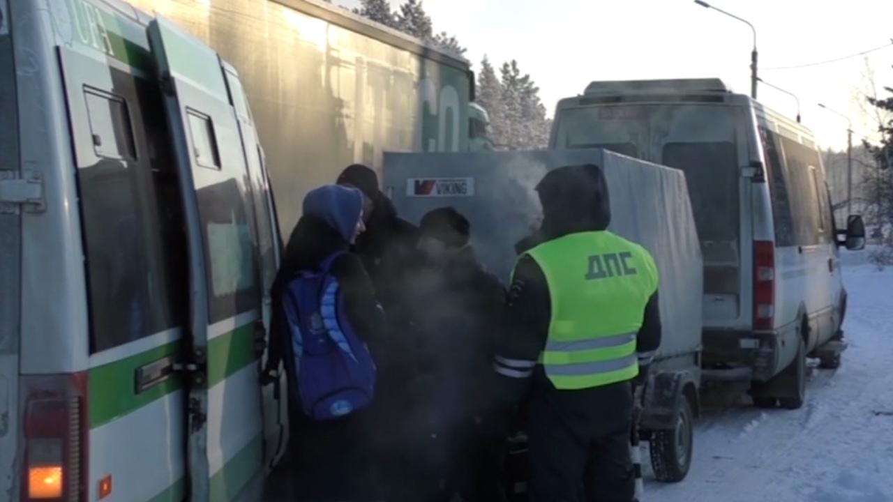 На Урале из-за аварии в -30°C едва не замерзли 16 человек