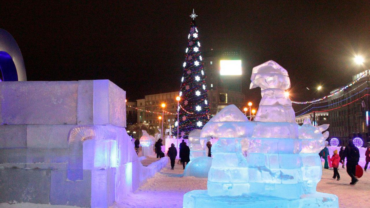 Ледовый городок в Челябинске закрыли из-за опасности обрушения фигур и горок