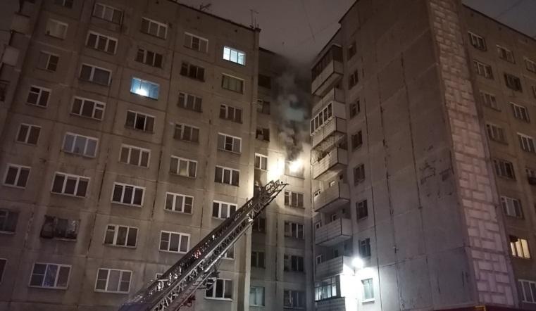 Спасли 11 человек. Жилой дом загорелся в Челябинске