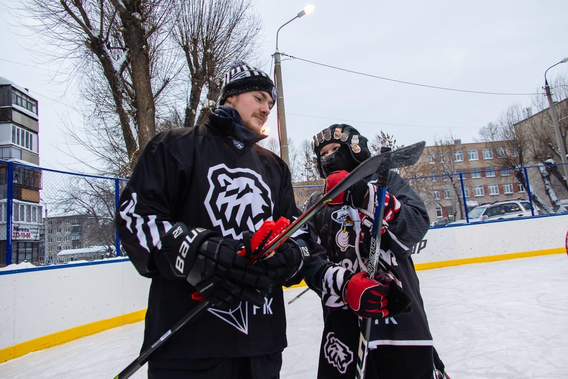 Новую ледовую площадку в Челябинске открыли звезды хоккея