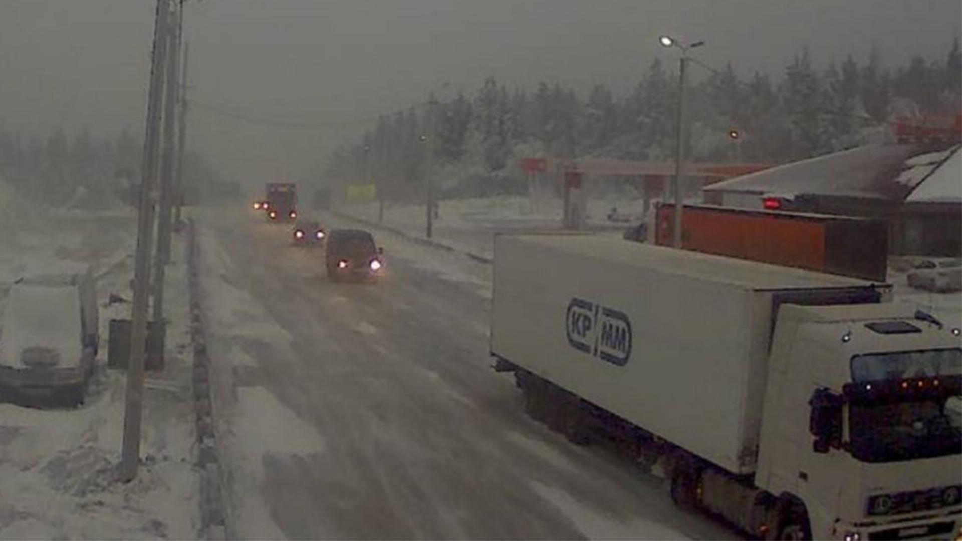 Дорогу замело снегом. На трассе М5 «Урал» образовались огромные пробки