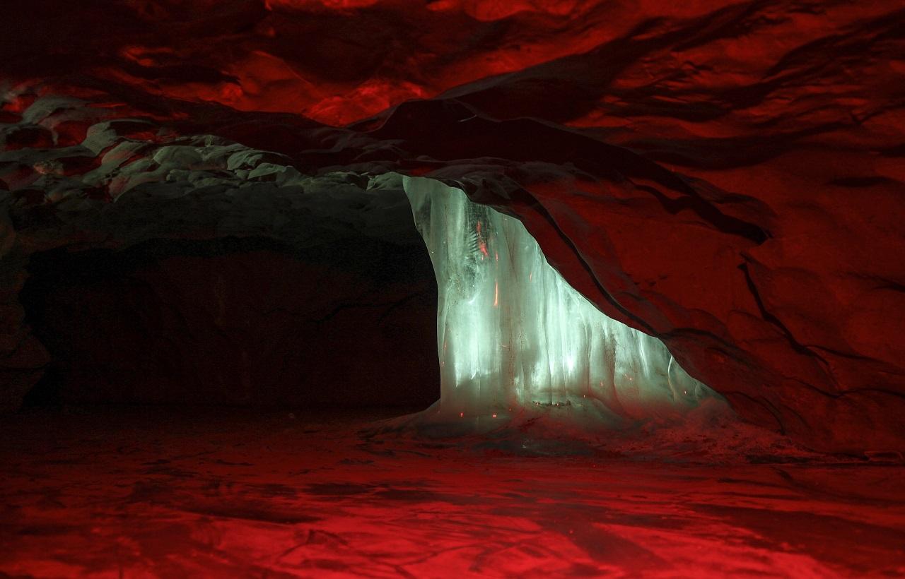 Фотограф из Челябинской области показал снимки сказочной пещеры