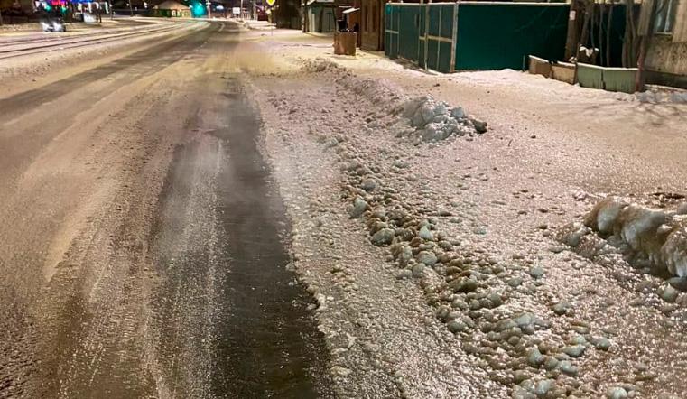Ледяная корка. В Челябинске залило водой две крупные дороги