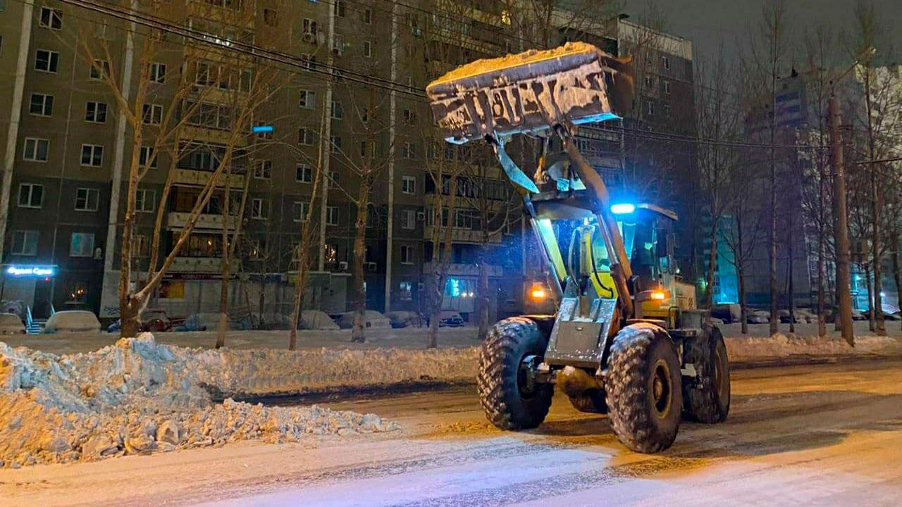 Челябинск застрял в пробках из-за снегопада и многочисленных ДТП