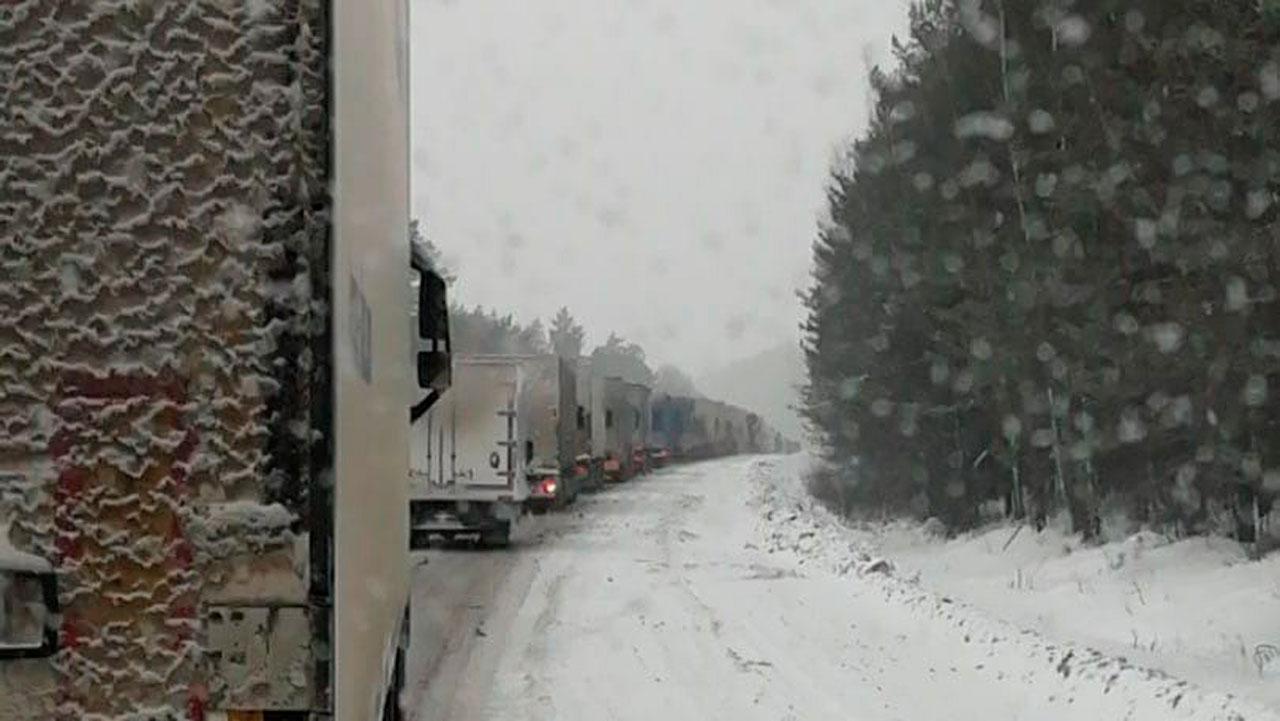 На трассе М5 возникли пробки из-за снегопада