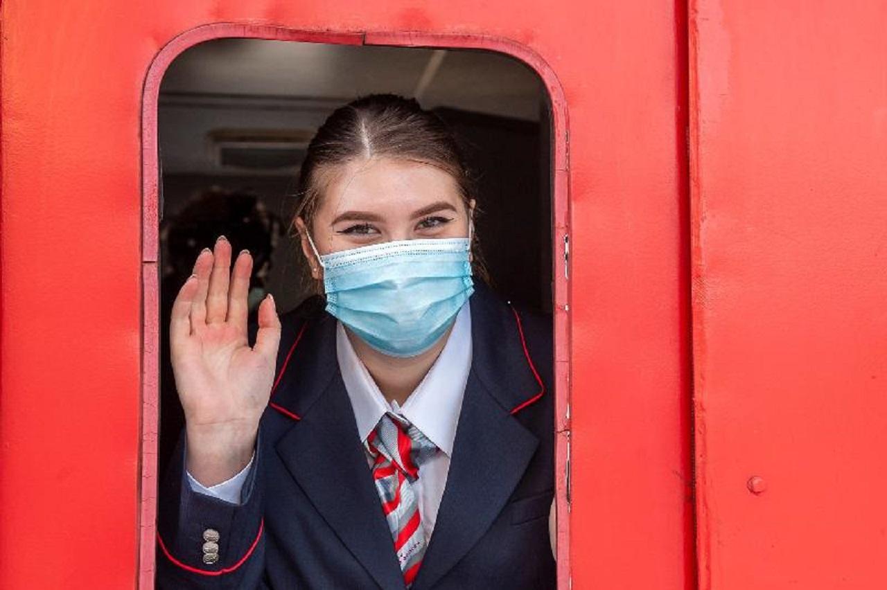 Первая в Челябинской области девушка-помощник машиниста вышла на рейс