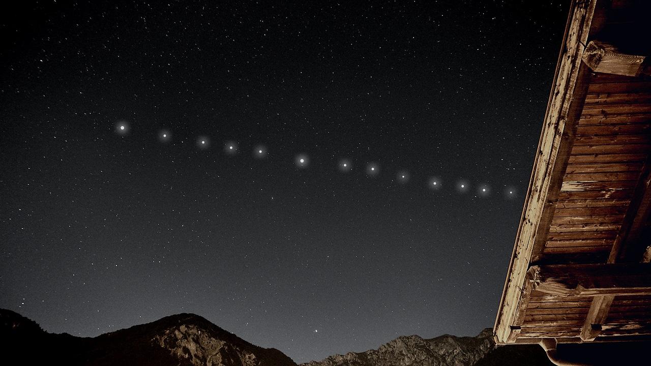 Космический поезд: странные огни в небе увидели жители Урала ВИДЕО