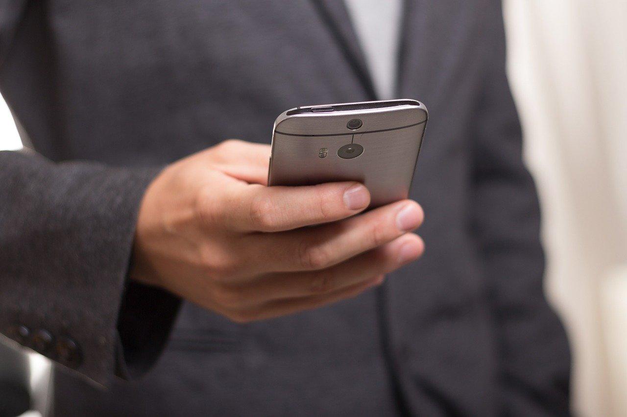 Вирус в WhatsApp атакует смартфоны под видом официального приложения