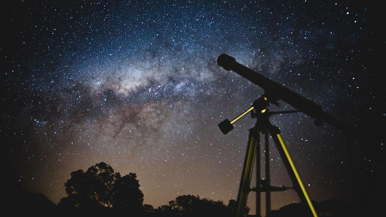 Парад планет 2021. Луна встретится со звездой в 3 раза больше Солнца