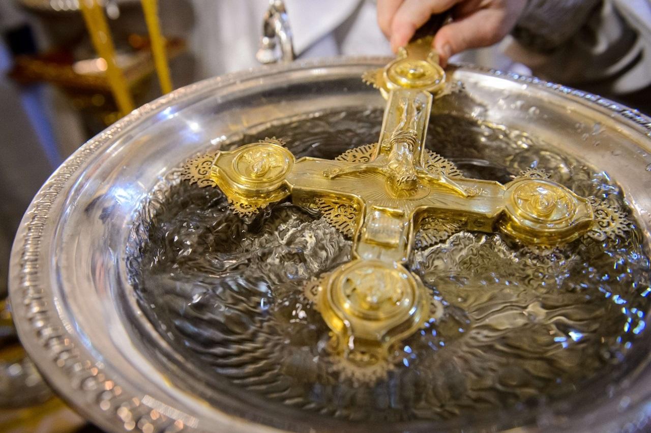 Приметы на 20 января: что нужно сделать со святой водой