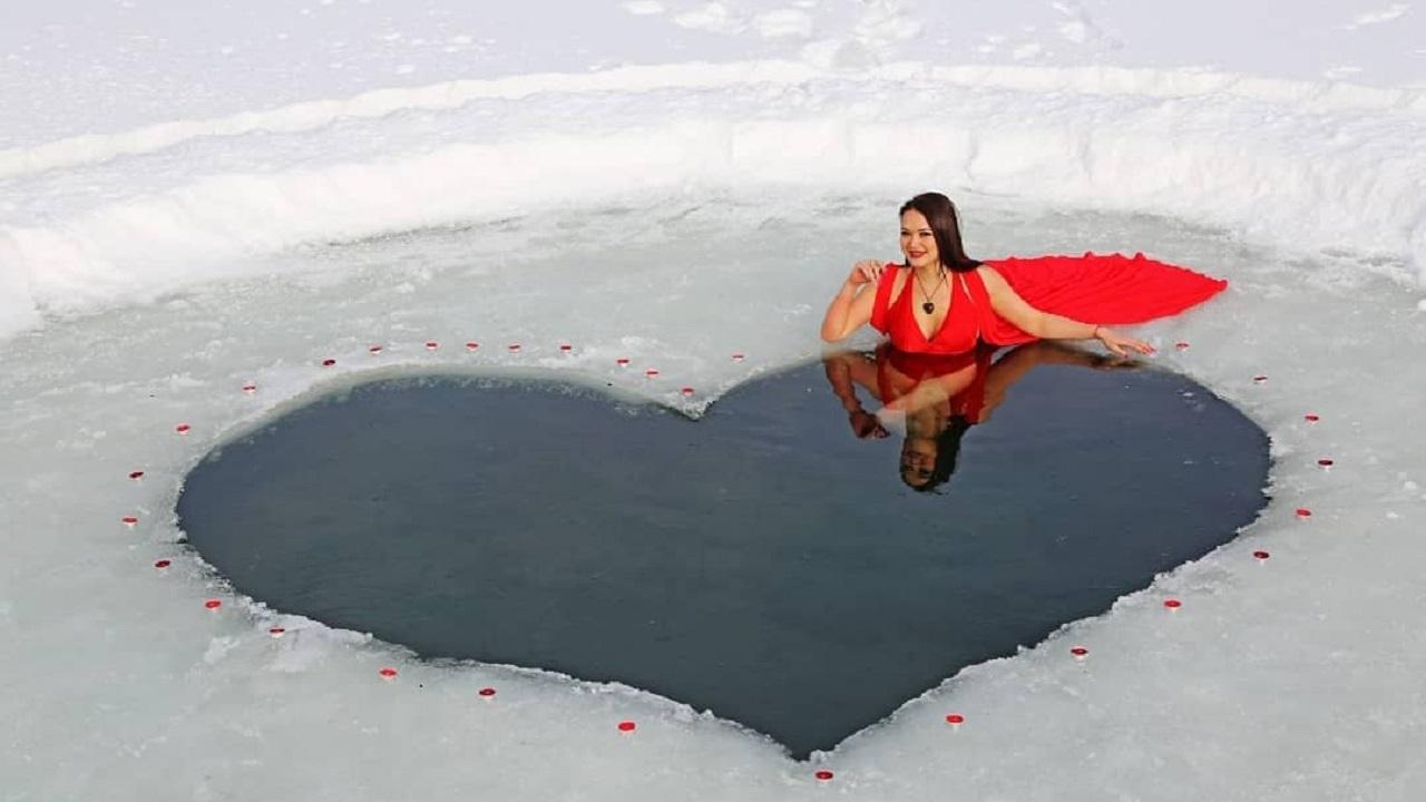 Любовь греет: в Челябинской области моржи сделали прорубь в виде сердца