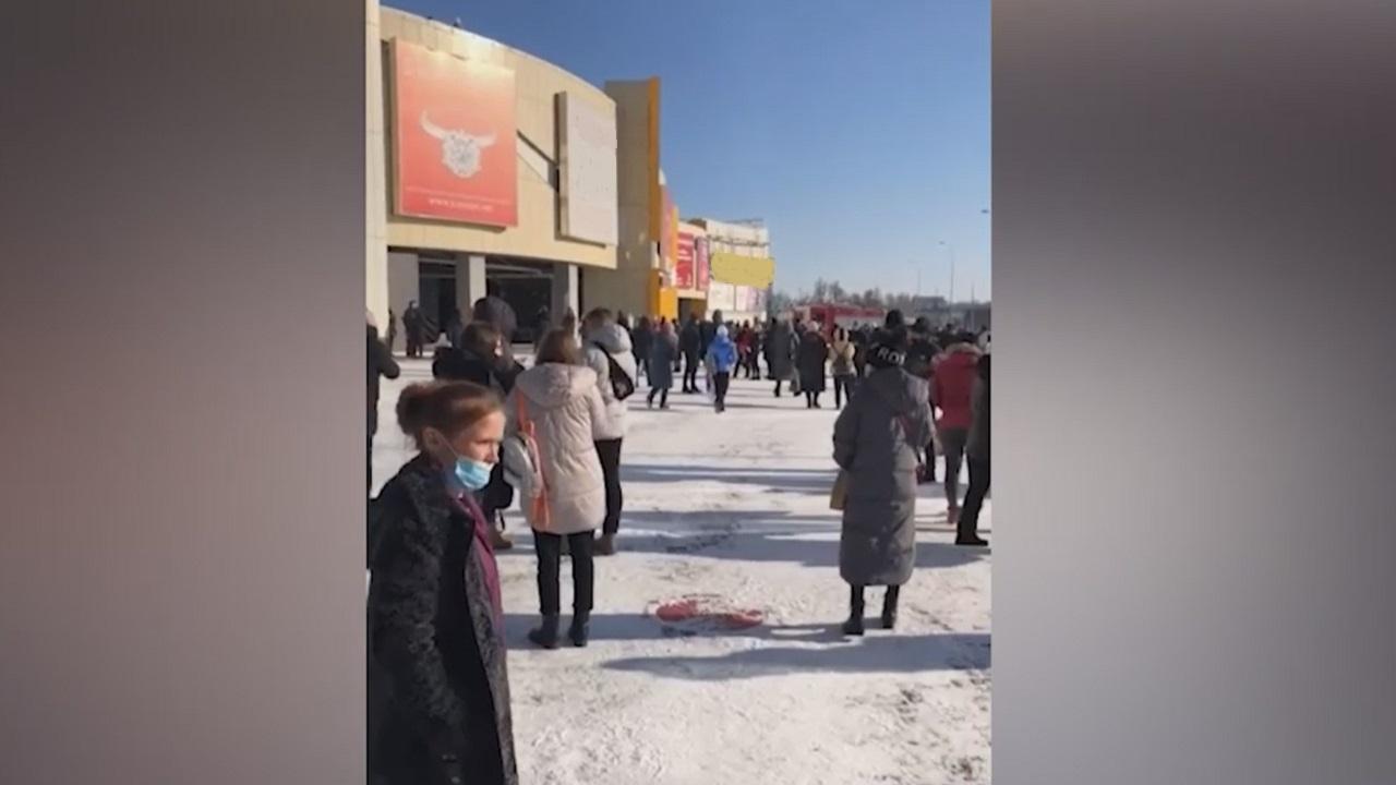 Срочно: в Челябинске из ТРК «Алмаз» эвакуировали почти 900 человек