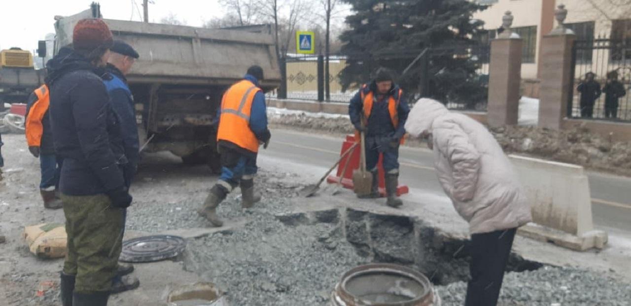 Возможны пробки: в центре Челябинска перекрыли проезд из-за коммунальной аварии
