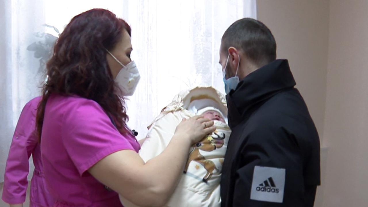 """""""Не хотела уезжать в больницу"""". Смерть в роддоме расследуют в Челябинске"""