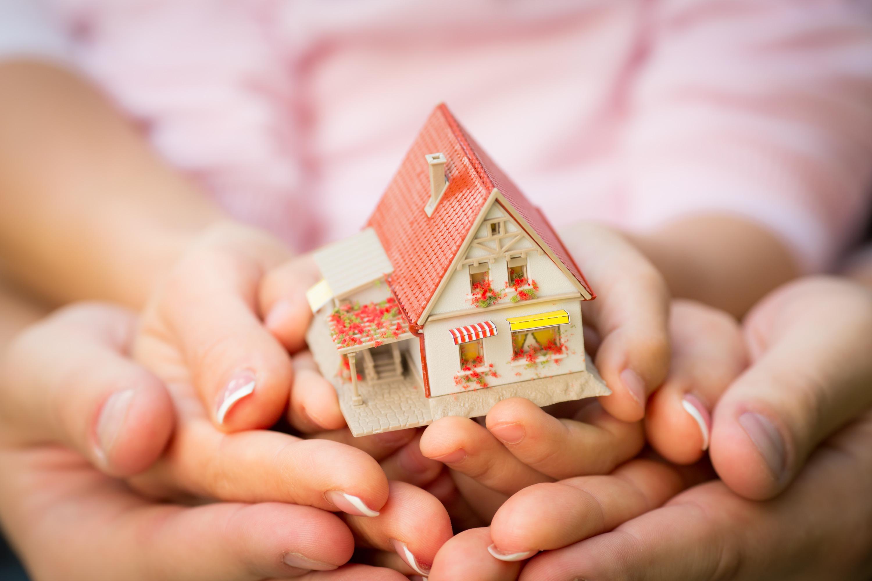 Дом для отца и 13 детей: на Урале всем миром восстановили сгоревшее жилье