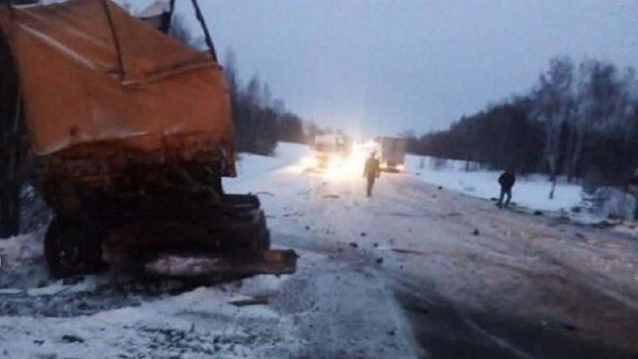 На трассе М5 3 грузовика попали в смертельное ДТП