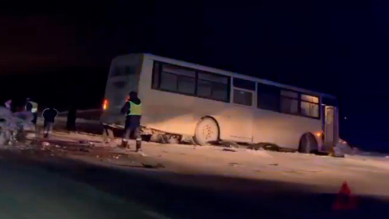 Автобус попал в смертельное ДТП под Челябинском ВИДЕО