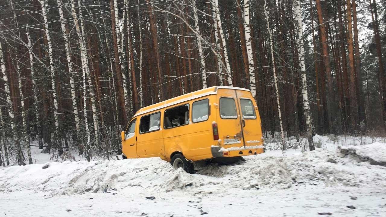 5 человек пострадали в ДТП с маршруткой в Челябинской области