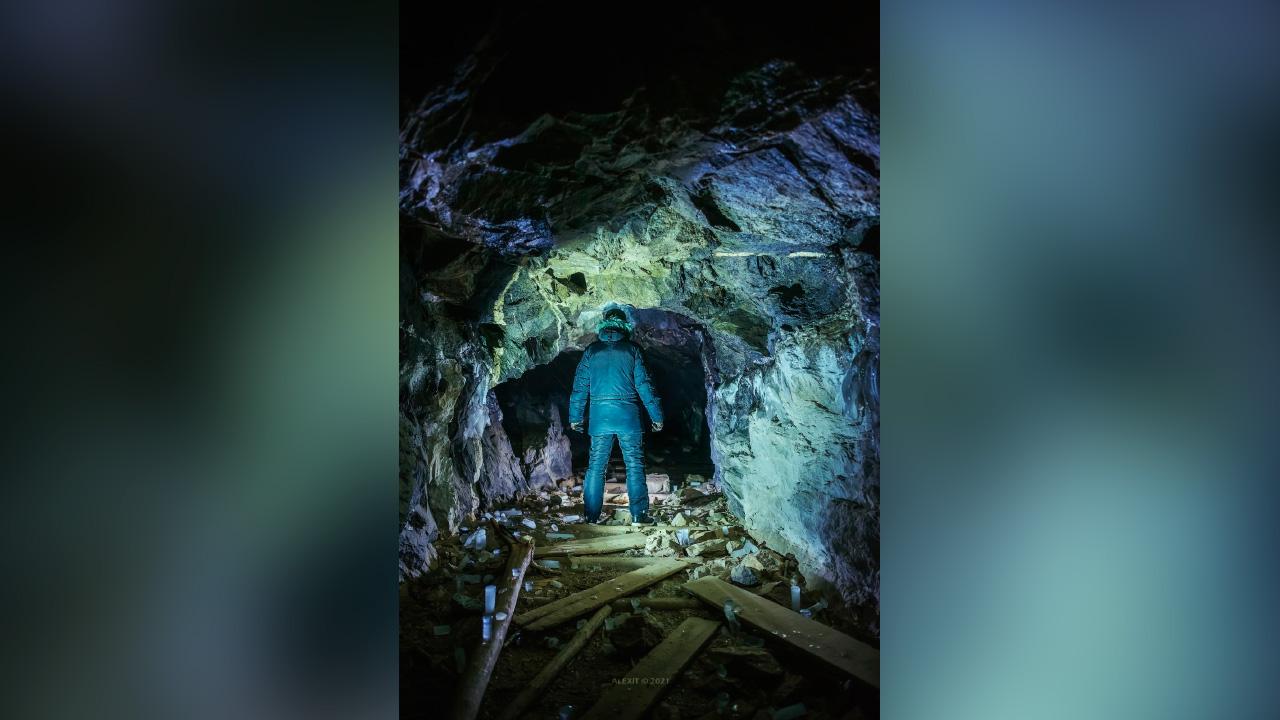 Мистический вход в подземелье удалось заснять фотографу из Челябинска
