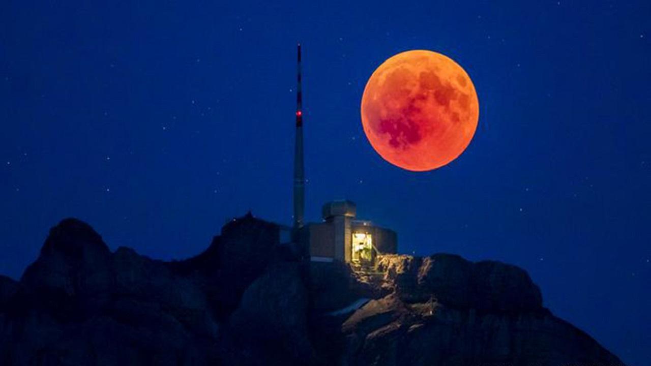 Сердце Скорпиона: Луна встретится с гигантской красной звездой