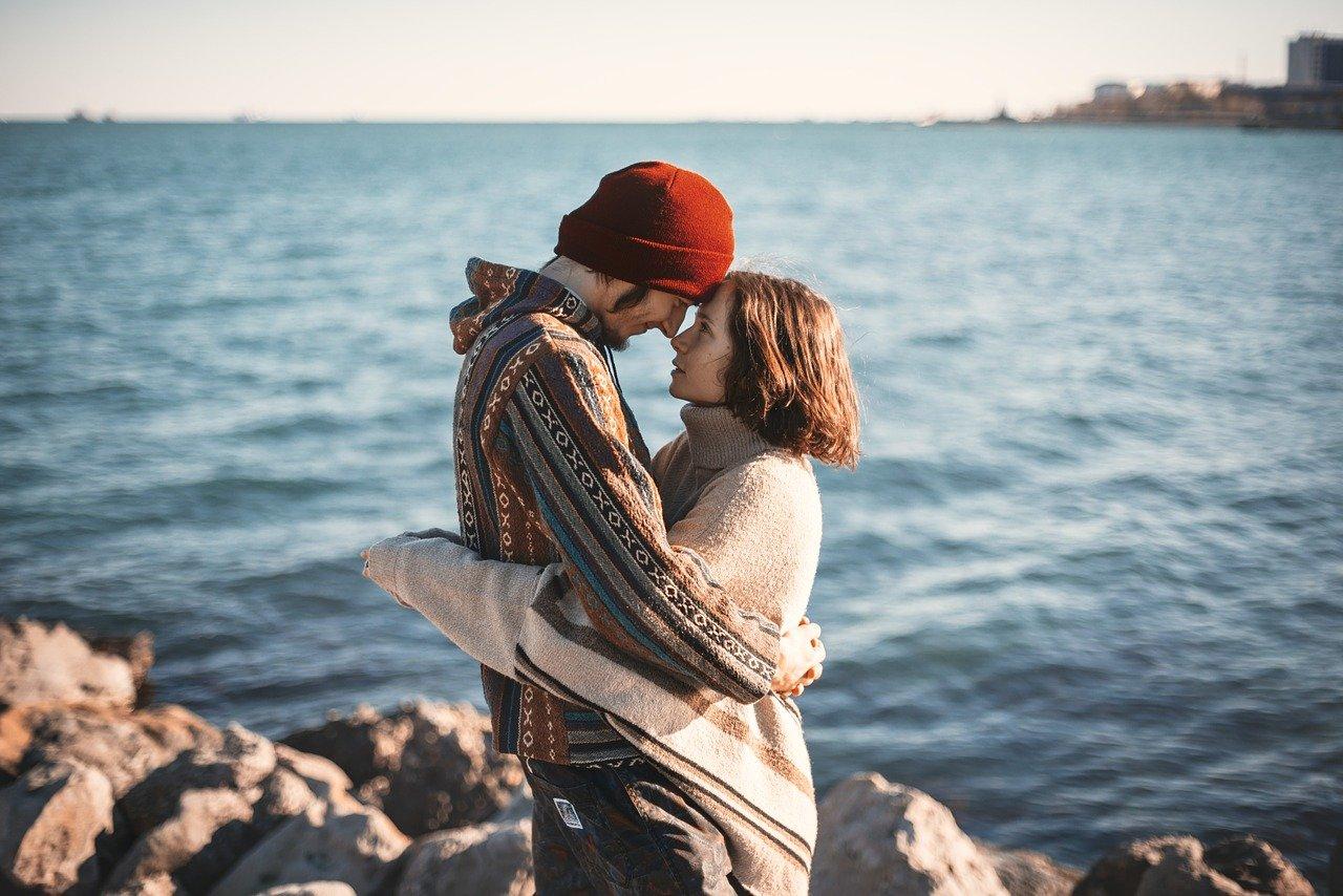 Как понять, что скрывает мужчина: 5 признаков влюбленности