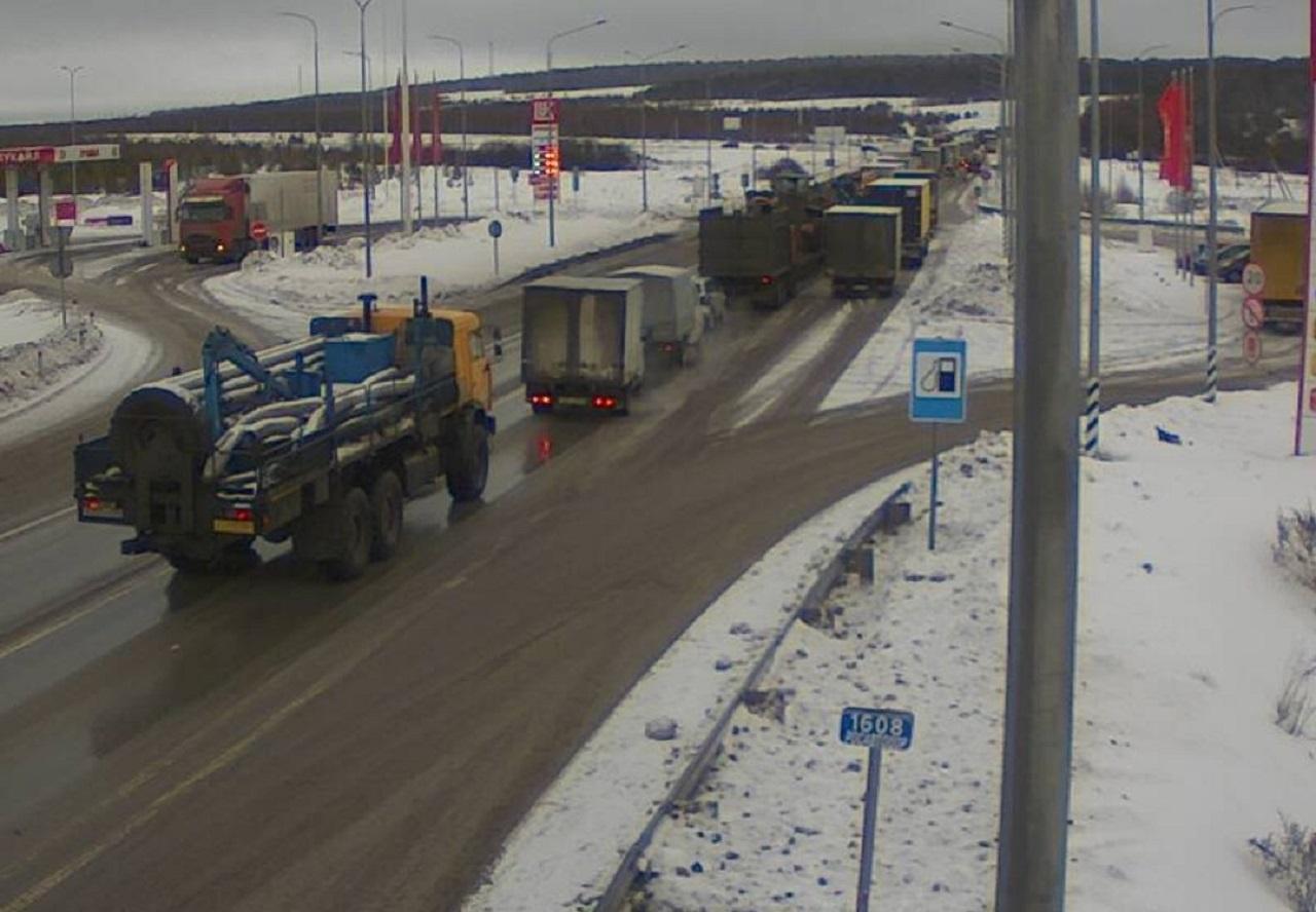 Снег парализовал движение транспорта в Челябинской области
