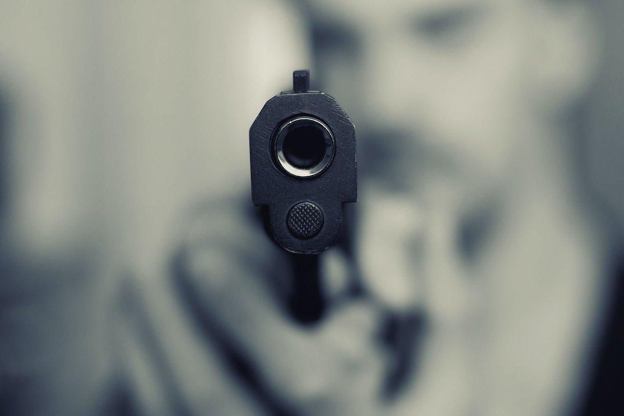 Житель Челябинска устроил стрельбу во дворе жилого дома