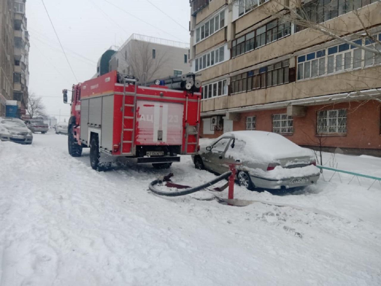 Многоэтажка загорелась в Челябинской области: внутри более 100 человек