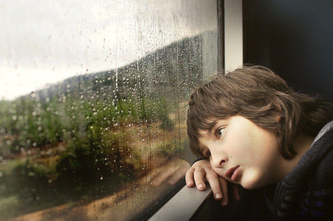 Приметы на 18 февраля: почему нельзя смотреть в окно