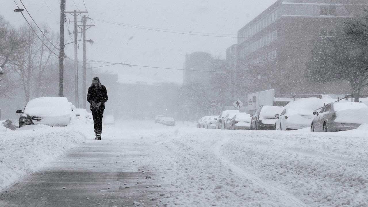 Снегопад с грозой: в Челябинске рассказали о погодных аномалиях