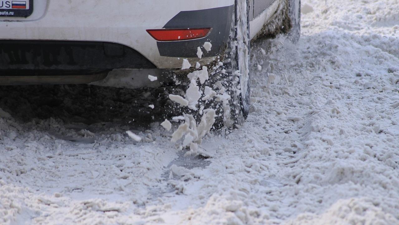 Обстановка на дорогах в Челябинской области: как чистят и где образовались пробки