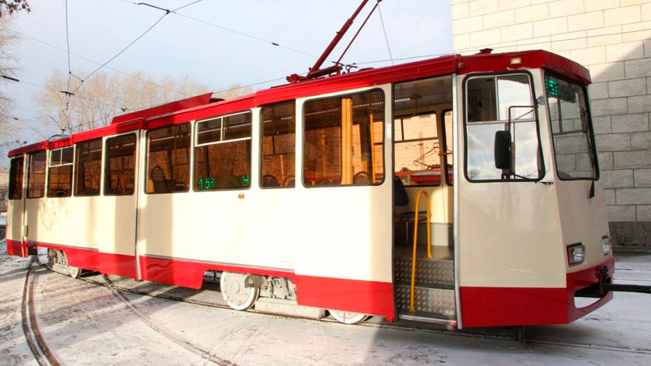 Огромные пробки: из-за непогоды в Челябинске трамваи перешли на особый режим
