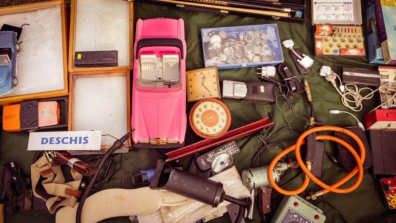 Новая жизнь: 5 лайфхаков, как использовать старые вещи с пользой