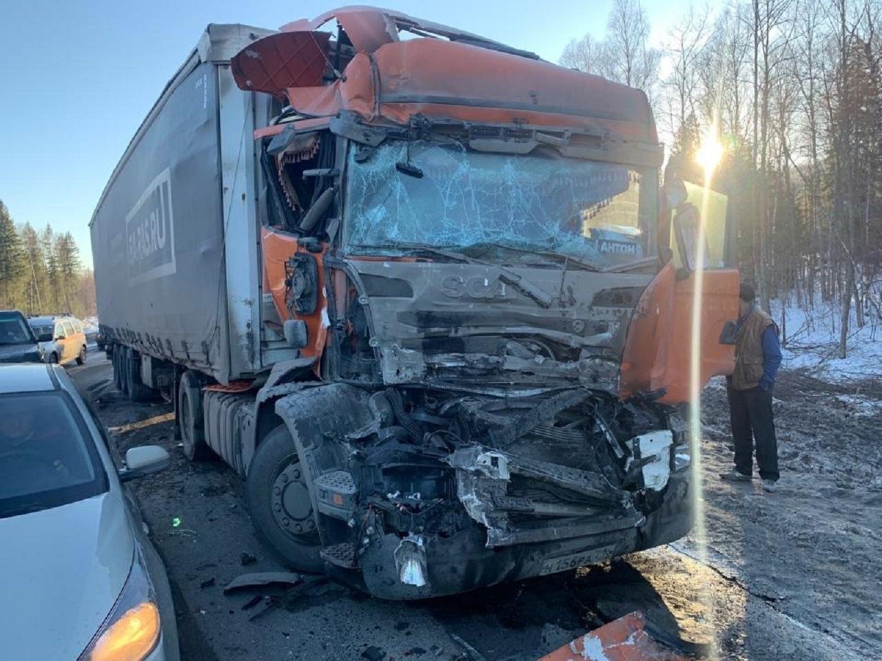 Массовое ДТП на трассе М5: столкнулись 5 автомобилей