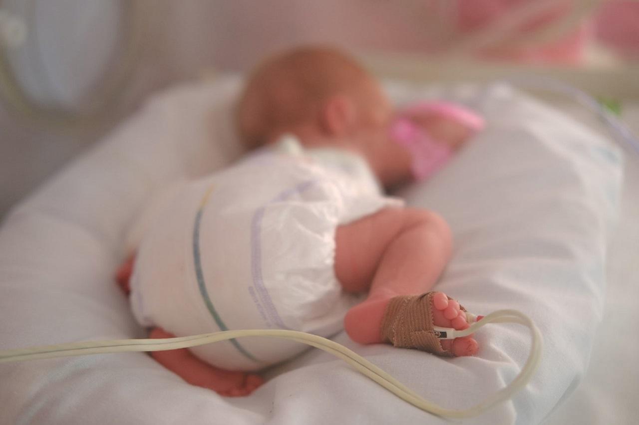 Медицинское чудо: недоношенного младенца с менингитом спасли в Челябинске