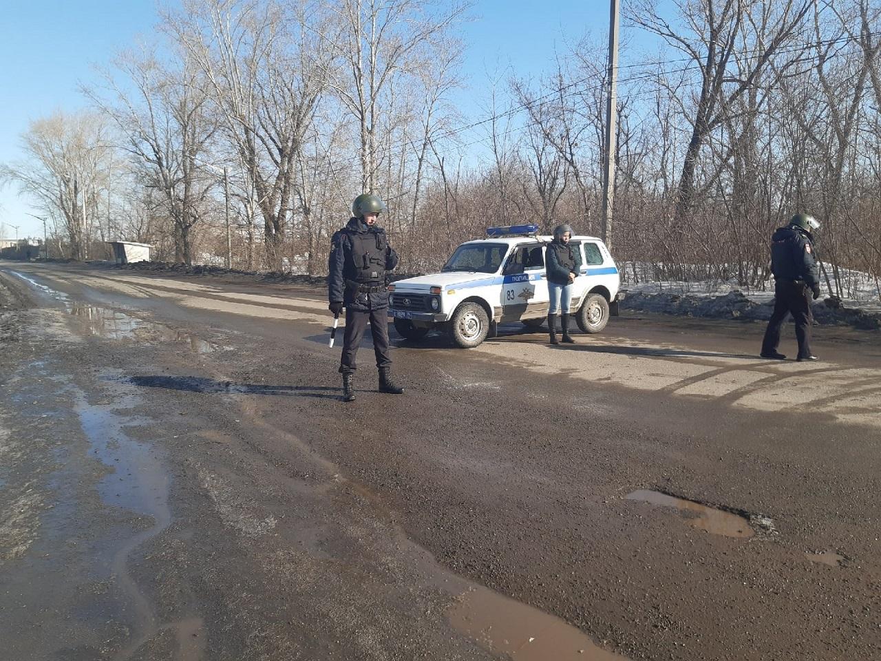"""""""Водителей разворачивают"""": силовики перекрыли проезд возле Челябинска"""