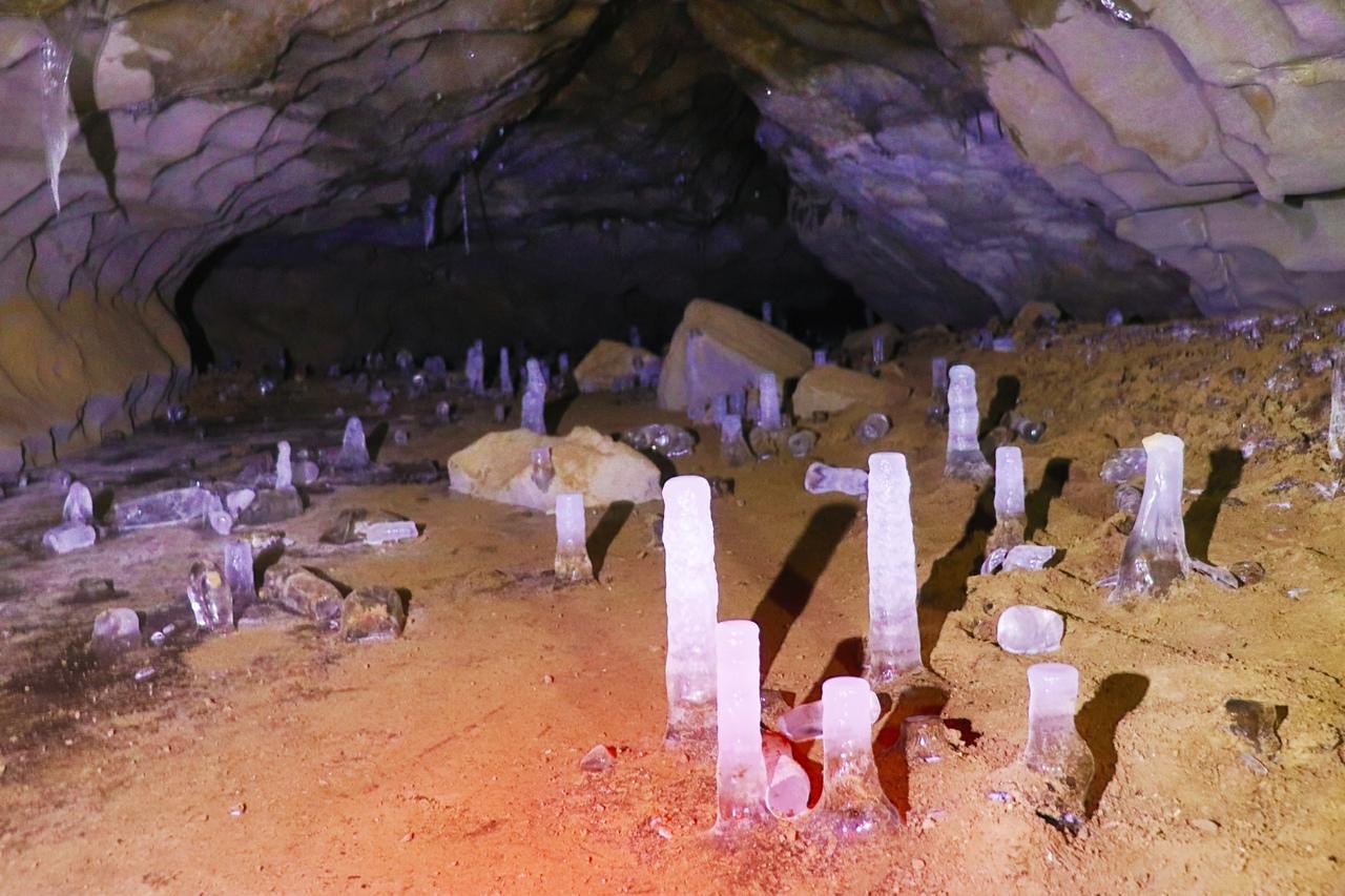 Как в сказке: ледяная пещера на Южном Урале удивила туристов