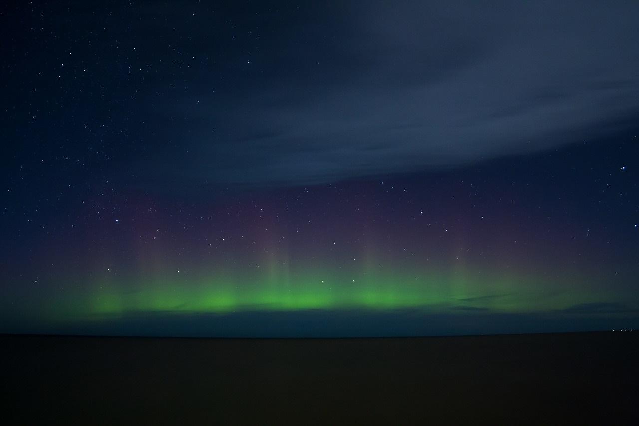 Зеленое небо: редкую форму полярного сияния заметили на Урале ВИДЕО