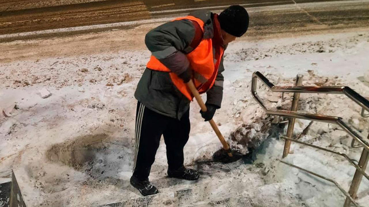 Снежные завалы и колеи: когда в Челябинске очистят дороги
